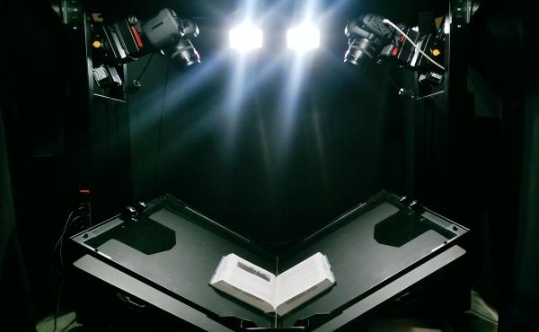 ATIZ BookDrive Pro with cradle and lighting kit