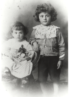 Formal portrait of Paul and Felix Dirac as children.